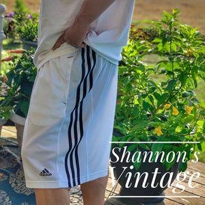 Adidas Sz XXL mesh shorts A28